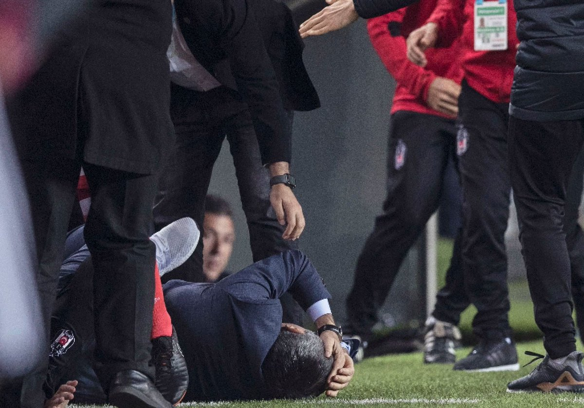 Besiktas coach left with huge gash in head after brawl between fans and players https://t.co/ihN6JujrdD