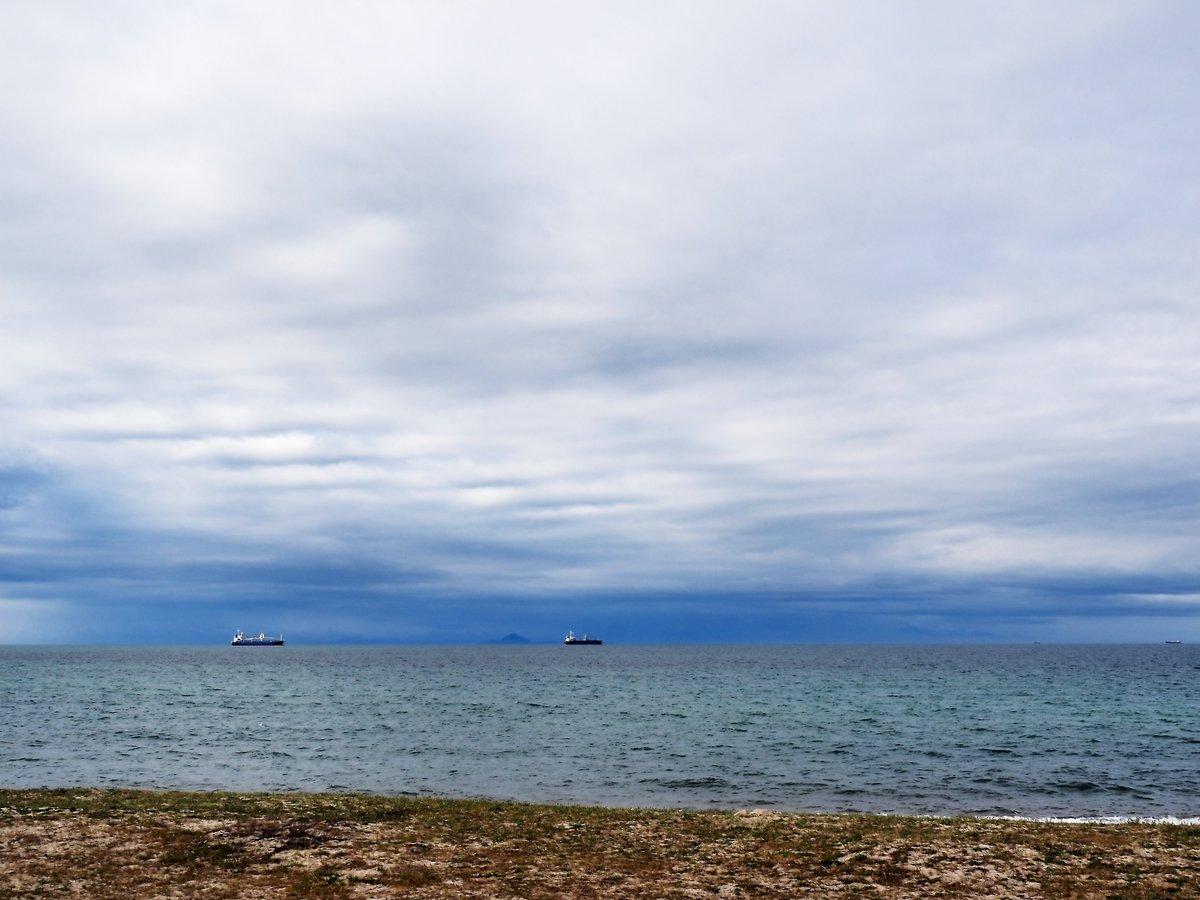 雲に覆われた、瀬戸内海。光市・虹ヶ浜。 https://t.co/0e4OeQH1cv