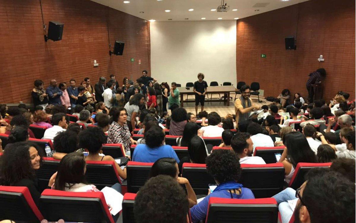 Ocupação da UnB: em audiência sem MEC, alunos decidem permanecer na reitoria https://t.co/RETmizDnVr #G1