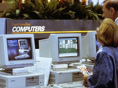 Want to see what computers looked like in 1990? See photos from the CES show floor #TBT https://t.co/LVazzAw8Y5
