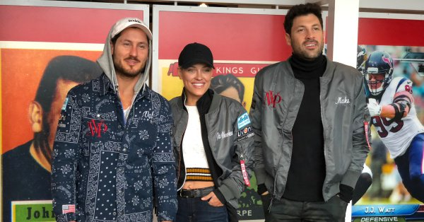 From today's earlier visit by @iamValC, @PetaMurgatroyd &  - w@MaksimCe were given a pair of tickets to give away to our followers, for their show tonight  in @EJThomasHallAkron (7:30pm)! RT this & Follow us before 3pm (ET) today, for a shot to win. Rules: https://t.co/7D2mPNSScJ