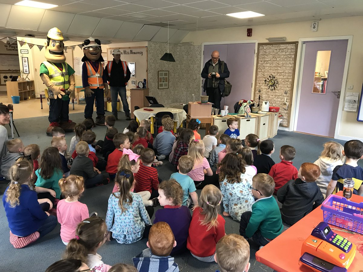 Mark, Ivor &amp; Honor visited the nursery to give learners a safety induction &amp; to explain how to keep safe on a building site.Learners have been asked to share their knowledge and create a poster. The best poster will be displayed for everyone to see! #challenge @RobertsonGroup<br>http://pic.twitter.com/5YLEQQSoIz