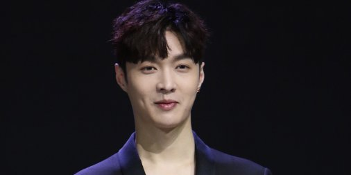 Lay Zhang's many talents — which include the ability to speak Chinese, English and Korean, and years of artistry as the main dancer for @weareoneEXO — add up a unique combination to raise awareness for GRAMMY Festival China, coming up on April 30: https://t.co/cfog8DMdfo