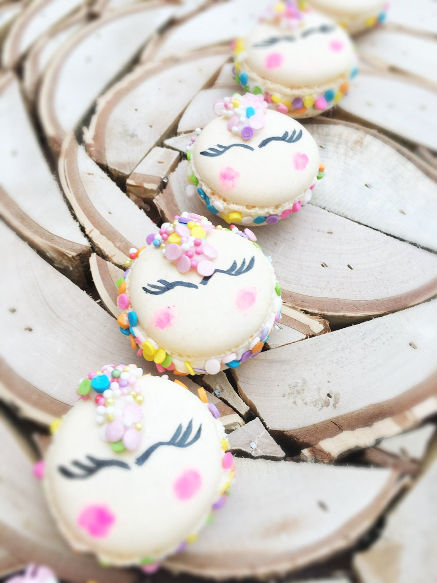 If you are looking for #giftideas we've got you covered!  #UK posted within 3-5 days. Sometimes faster  #macaroons #weddingfavours #corporateevents #clientgifts #NetworkBritain #UKBusinessHour #LondonBizHour #NetworkLondon #NWalesHour #BrideBible #BrideHour #MakeHour #ukbiz <br>http://pic.twitter.com/ioHsWvVfNY
