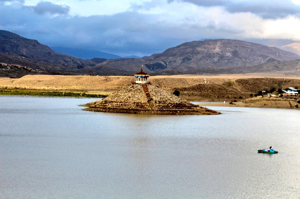 Hanna Lake today. We hope and pray that water never dries up here. #Quetta #rain #Balochistan  PC: Brashna Kasi<br>http://pic.twitter.com/VdckTVmJi5