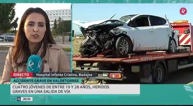 Accidente en Valdetorres. Cuatro jóvenes han resultado heridos después de que su vehículo se saliera de la vía que une con Yelbes. Están ingresados en diferentes hospitales de la región. Lo cuenta @CRISBODION  #EXN https://t.co/OtpjV9MY7S