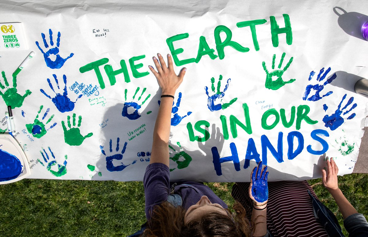 Carolina celebrated its commitment to sustainability at yesterday's Earth Day Fair! Join us for more #EarthWeek2018 events across campus: https://t.co/mjR0ewX706 #UNCThreeZeros ♻️💙 https://t.co/PfLCSLMy7N