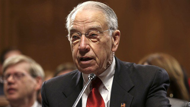 Grassley will allow vote on Mueller protection bill: McConnell doesn't control my committee https://t.co/PnbzCm1GlX https://t.co/w12jcmi8HD