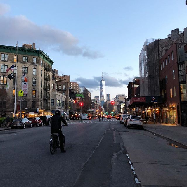 Oh hello, New York City! So glad to be home for a few days on a break. I missed you! Did not miss waiting 2 hours to get a table at a restaurant! Pic: looking south on 7th Avenue in The West Village. #avenuesoftheworld #nyc #i❤️nyc https://t.co/0ip2Xnx9ZG