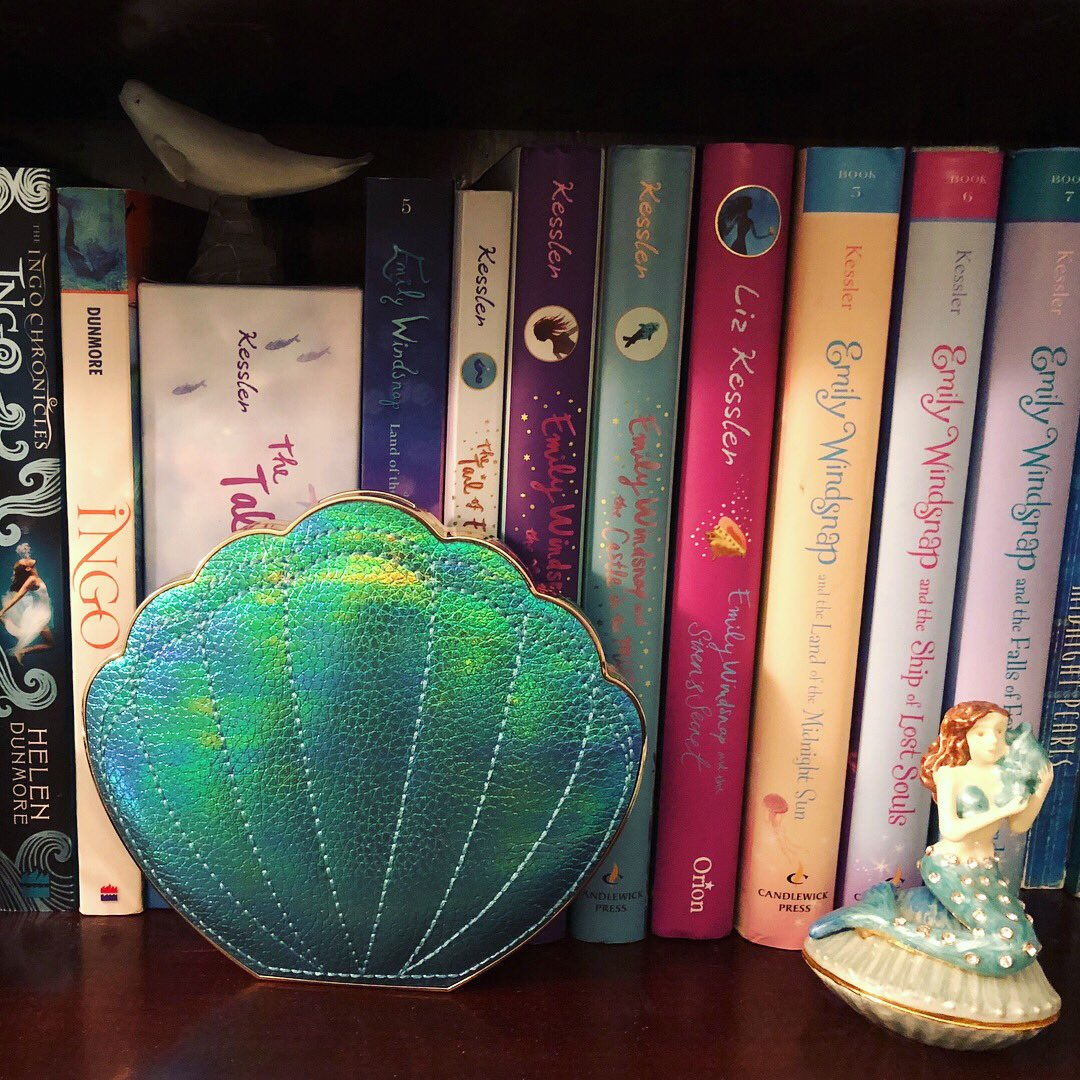 My Tartecosmetics Mermaid Collection Pallet Looks Gorgeous On Mer Bookshelf When Not In Use Tarte Soprettypictwitter A0iC4lPMp6