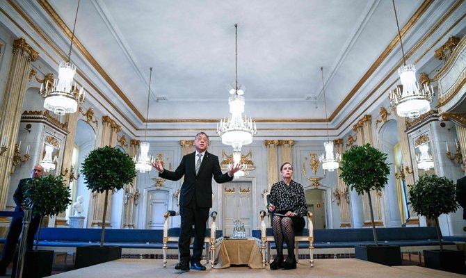 Women take fall in #Nobel scandal for man's alleged misdeeds https://t.co/o2n2ElWIx7 #sexscandal #Sweden