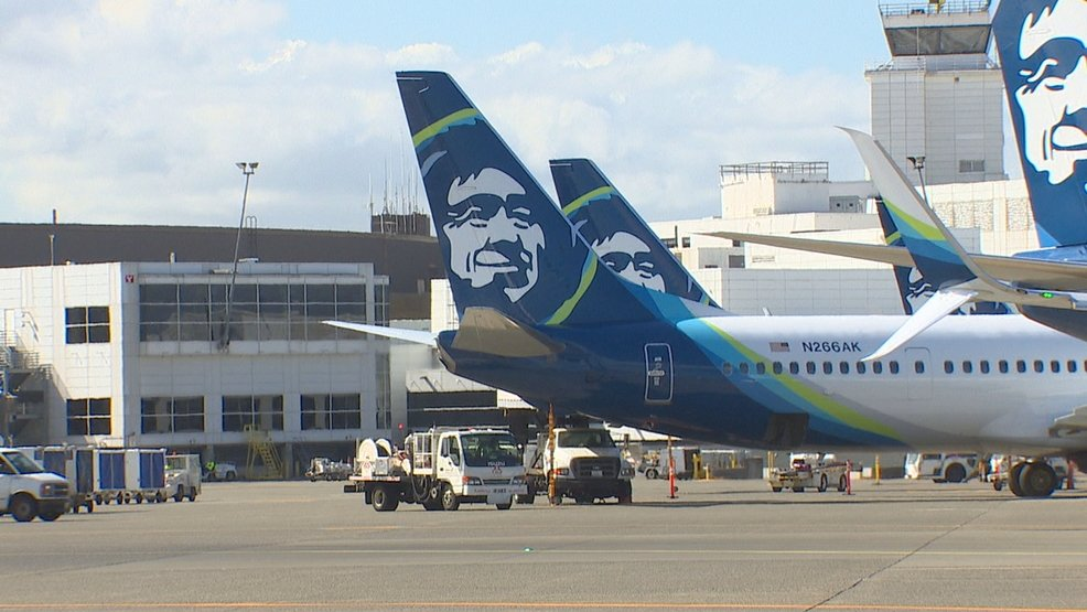 POLL: Alaska Airlines announced a new policy for travelers flying with emotional support and psychiatric service animals Thursday. Do you think people should be allowed to fly with these animals? VOTE here: https://t.co/P1Jdb9koP8