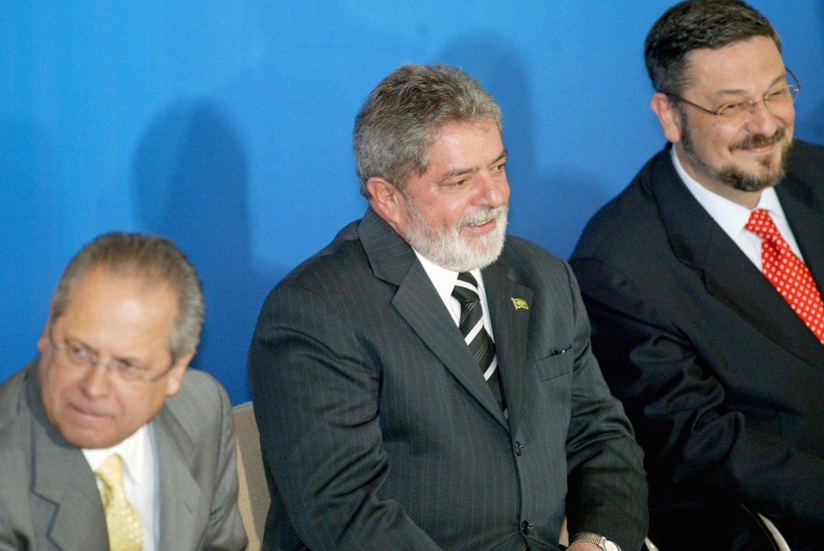 Análise: Lula, Palocci e Dirceu, os intocáveis na cadeia. https://t.co/nD17ta63L9