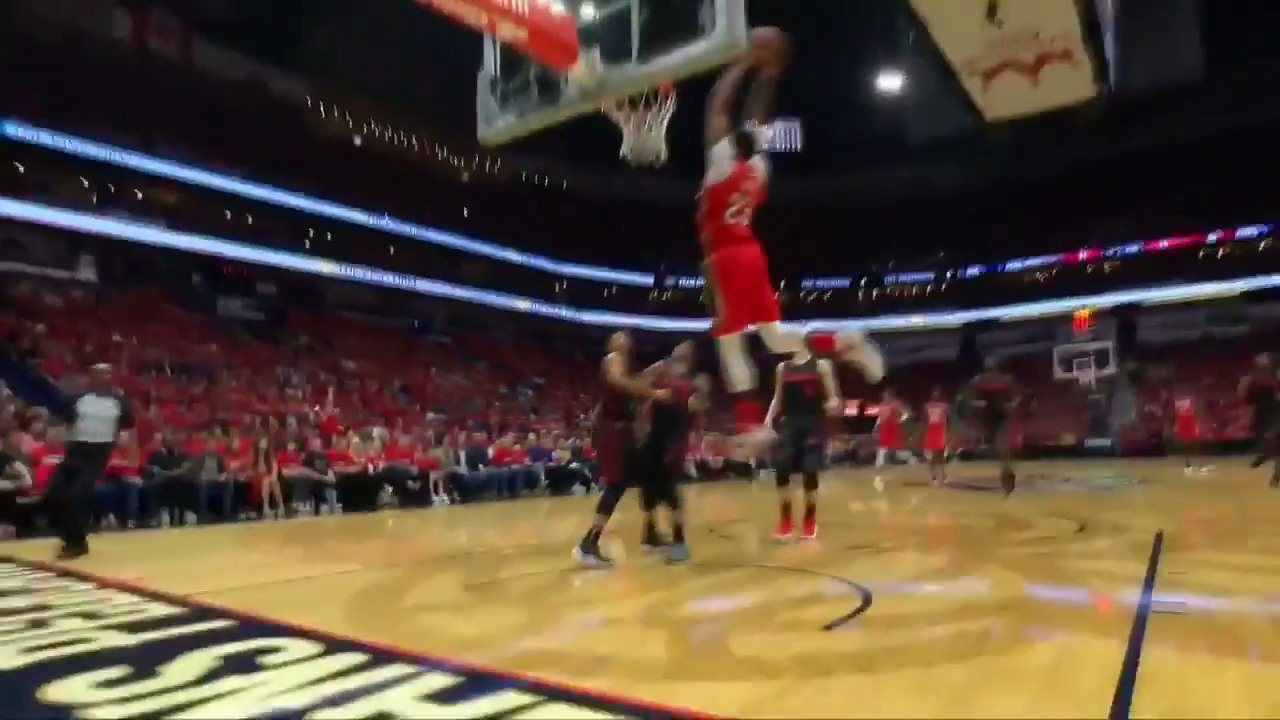 The Rondo to AD alley-oop gets Boogie on his feet! ��  #DoItBigger lead in Q1 on @NBATV https://t.co/XoQ60s23Cr