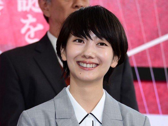 波瑠主演『未解決の女』初回、『名探偵コナン』形式の取り調べが話題に #波瑠 #未解決の女 #コナン https://t.co/xiJaEimnc2