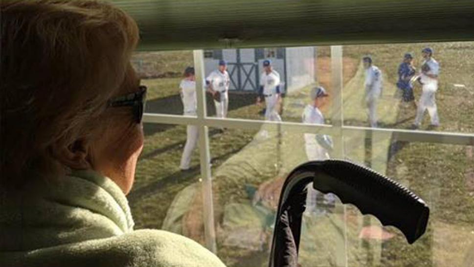 A teen brings a baseball game to his terminally ill grandma's backyard so she can see him play. https://t.co/grDfaHdozb