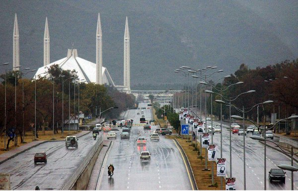 ISLAMABAD: Intermittent #rain lashes various parts of country this morning. #Weather <br>http://pic.twitter.com/OX89xc1XX3