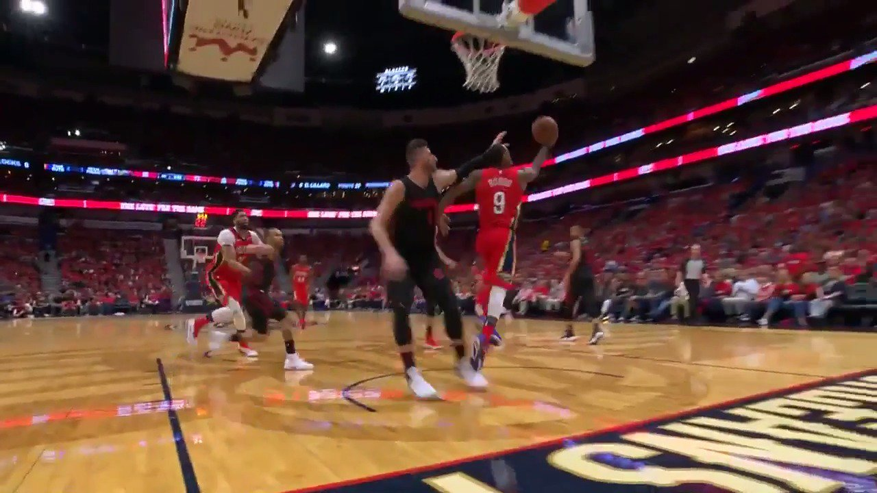 Rajon Rondo spins it off the window!  16 PTS, 10 AST, 5 REB for the @PelicansNBA PG.  #DoItBigger @NBATV https://t.co/qnmc4YoF7x