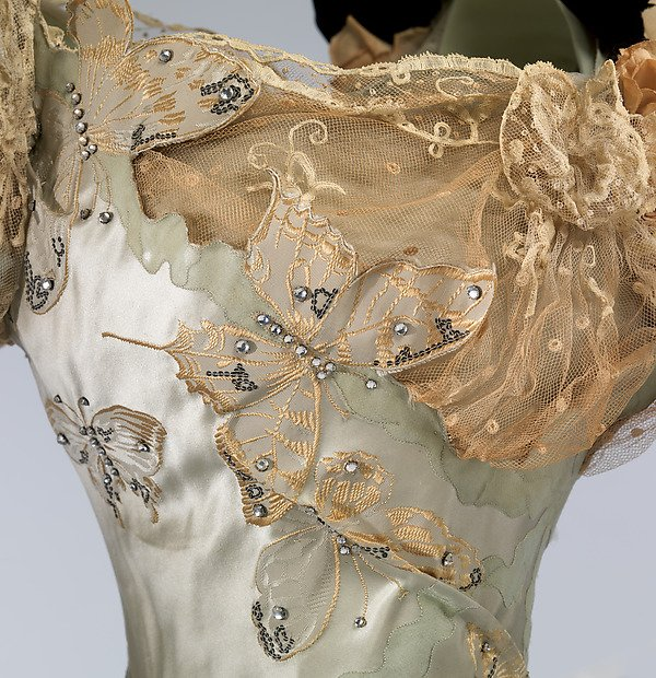 In Ireland, butterflies (as on this 1898 Worth gown) were thought to be the souls of the newly dead waiting to pass through Purgatory. #FolkloreThursday #Fashion <br>http://pic.twitter.com/kqzEuo4yta