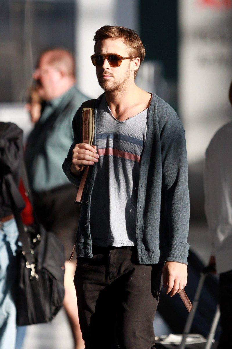 📸 Ryan Gosling I Departing from Toronto International Airport (2012)