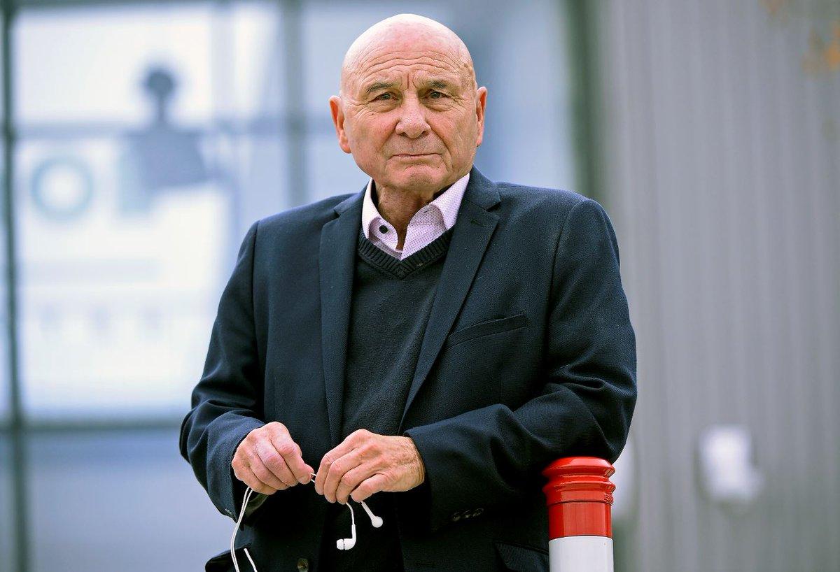 Joyeux anniversaire à la légende Fleury Di Nallo qui fête ses 75 ans ! 🎂🎉 495 matchs et 222 buts sous nos couleurs ! 🔴🔵 Inoubliable !👑