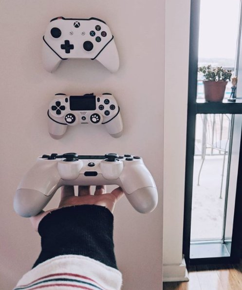 At Floating Grip you can't just get grips for consoles, we love controllers aswell!  Thanks for the shoutout from Instagram user nookaxcola as she shared her love for Floating Grip!  #MyFloatingGrip pic.twitter.com/cfFsynnYwL