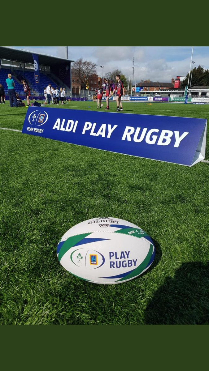 Sun in the city. Lovely day for the @Aldi_Ireland @IrishRugby primary blitz in #Energiapark yesterday. @LeinsterBranch @leinsterrugby staff were on hand to help out. #FromTheGroundUp <br>http://pic.twitter.com/wrMJO7DAV6