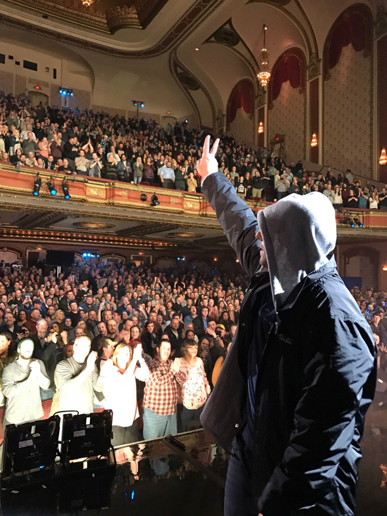 Another standing ovation for @AdamSandler tonight in Milwaukee! This #Netflix Special is AWESOME! #RealRob #Season2