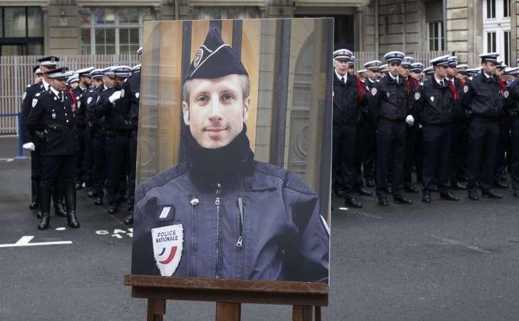 Hommage à Xavier Jugelé, policier tombé pour la France sous les coups du terrorisme islamiste sur les Champs-Élysées. 1 an après nous n'oublions pas. Une pensée pour ses proches et l'ensemble des forces de sécurité. #xavierjugelé