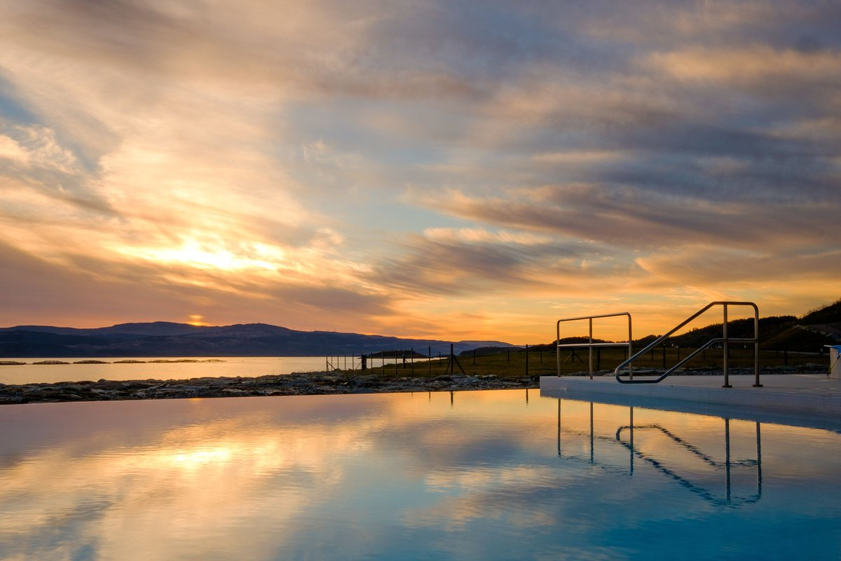 Are your thoughts turning to #summer and the holiday season? Swap delays at the airport for days spent at the infinity pool. Cut out the air miles, relax and enjoy everything Portavadie has to offer. #food #foodie #spa #leisure #swimmingpool #family #fun #luxury<br>http://pic.twitter.com/80cNiLEu4e