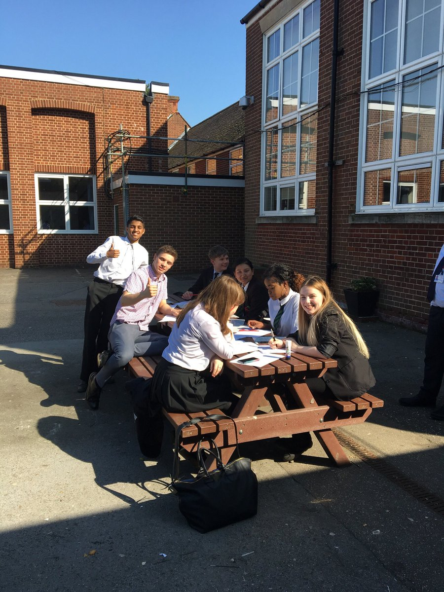 Friday after-school revision in the sun! #SPA <br>http://pic.twitter.com/0hQmT5ettX