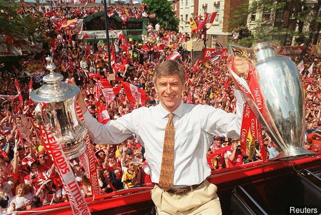 Arsène Wenger avec Arsenal :  🏆🏆🏆 Premier League 🏆🏆🏆🏆🏆🏆🏆 FA Cup 🏆🏆🏆🏆🏆🏆🏆 Community Shield  👑 Une saison invaincu en championnat.