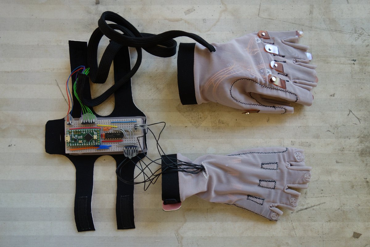 Datagloves Hashtag On Twitter Magneticfieldsensorconnections Electronicslab Right Hand Diy Etextile Bend Sensors Left Electro Magnetic Field With Mini Magnets Lever Constructionspic Kketmamakx