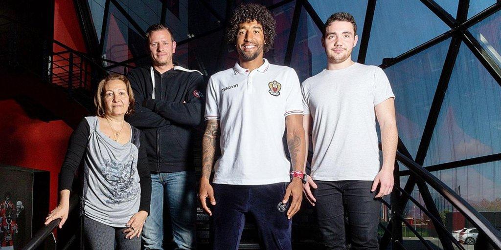 📁 Dossier supporters et foot français dans L'Équipe ce vendredi.  À Nice, nous avons fait se rencontrer Dante et trois fans du club azuréen ↪ https://t.co/MfpCNWZzYu