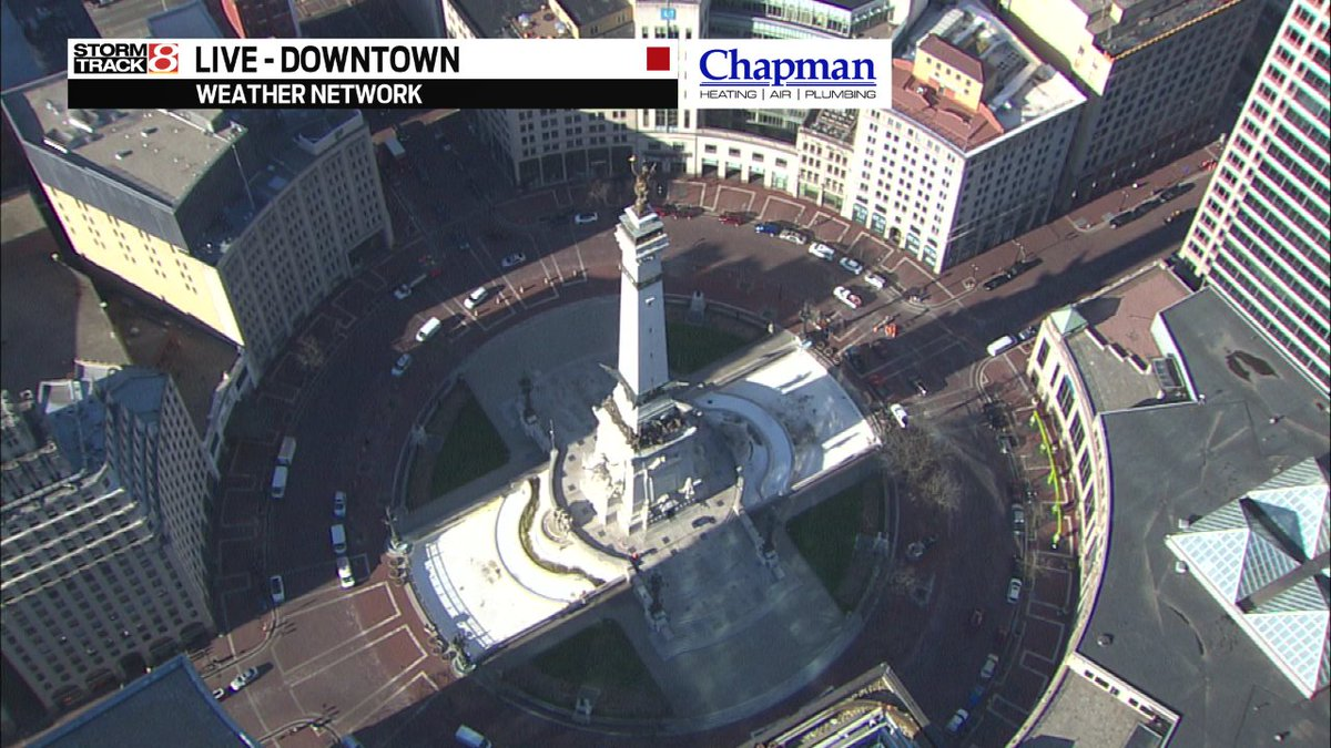 The (unofficial) World&#39;s Largest Sundial has a shadow pointing due west down Market St. this morning... Must be 9.a.m.  #HappyFriday #INwx #Daybreak8 @WISH_TV<br>http://pic.twitter.com/pvjRcs8k2k