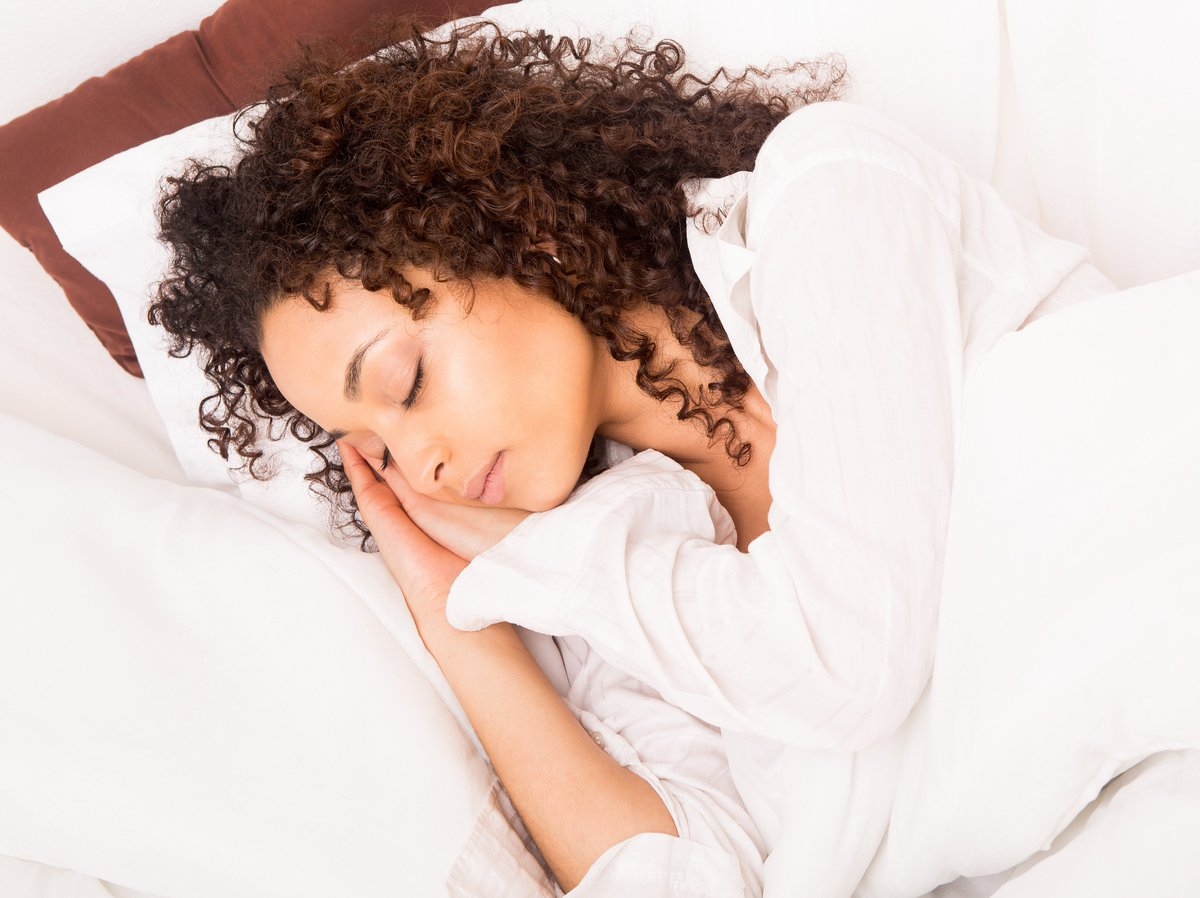 Do you #SLEEP in your #CONTACTS?  Even though some brands say it&#39;s OK, we don&#39;t recommend it. Take them out before you go to sleep...your eyes will thank you!     https:// eyerx.com/contact-lens-s afety/ &nbsp; … <br>http://pic.twitter.com/h57ykH4Zw4