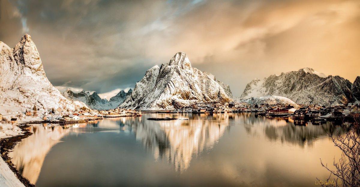 Amazing scene in Reine Norway  photo by darklogan1 - Flickr #Norway #MountainView<br>http://pic.twitter.com/KSRORCFrgs