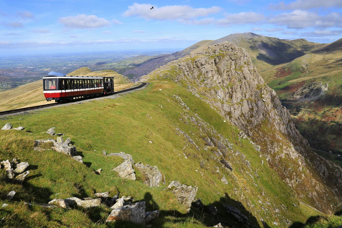 test Twitter Media - Plans for the #weekend? How about THIS?  Trains will be travelling to Clogwyn 3/4 up #Snowdon from 9am daily 🌤 Book online https://t.co/by9uq38BX2 #FridayFeeling #Snowdon #Snowdonia #weekendvibes #WeekendWanderlust https://t.co/MqTi18kC4d