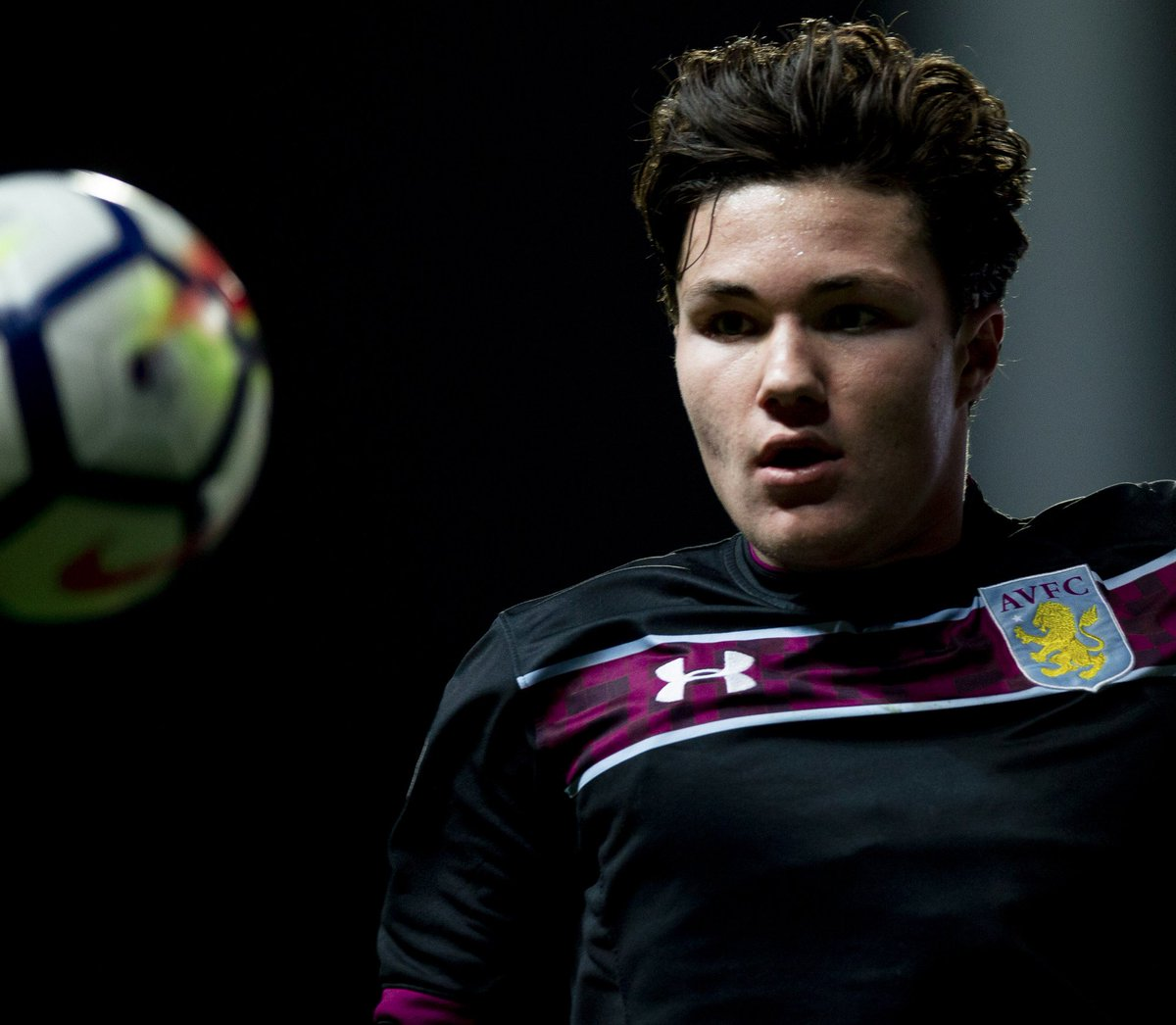 🦁🏆 Good luck to our Young Lions tonight as the U23s head to @NUFC  Victory would keep us firmly in the #PL2 title race as we chase down top side @Rovers   #PartOfThePride #AVFC