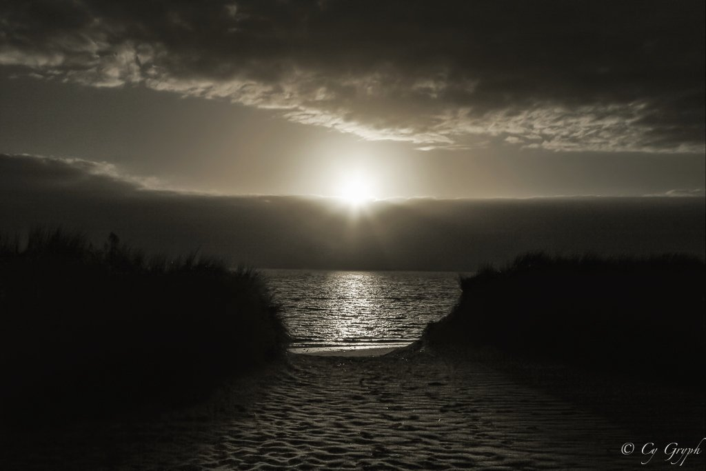 Dark sunset...   #Bretagne #Morbihan #coucherdesoleil<br>http://pic.twitter.com/3dQ5tau9nR
