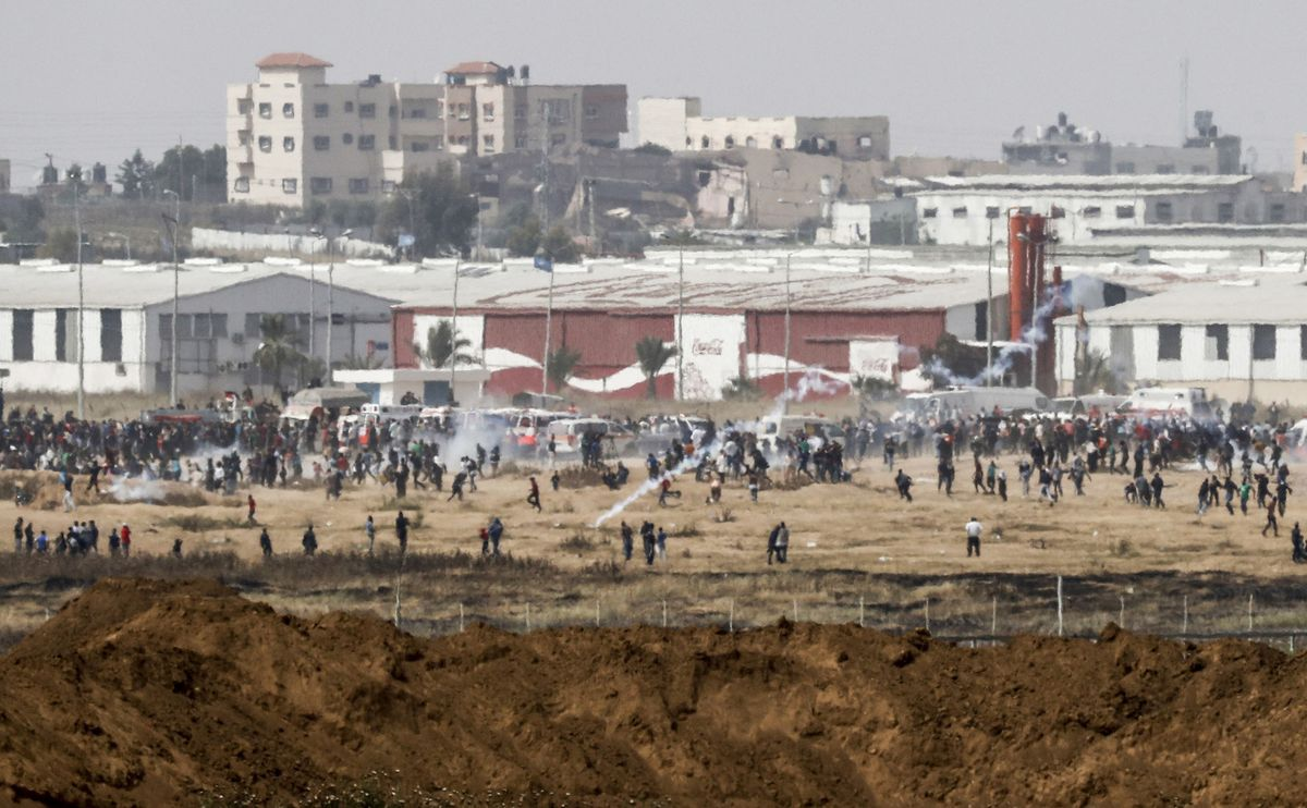 At least two Palestinians were killed by Israeli gunfire in a fourth straight Friday of protests near the Gaza Strip's border https://t.co/MEbq3BmlJV