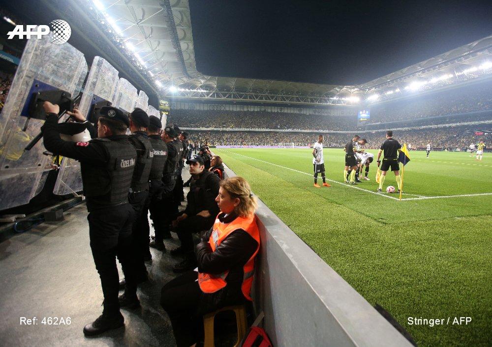 Incidents lors du derby d'Istanbul: 'La nuit où le football est mort' https://t.co/V35fAlaQkg par @Gokan_Gunes #AFP
