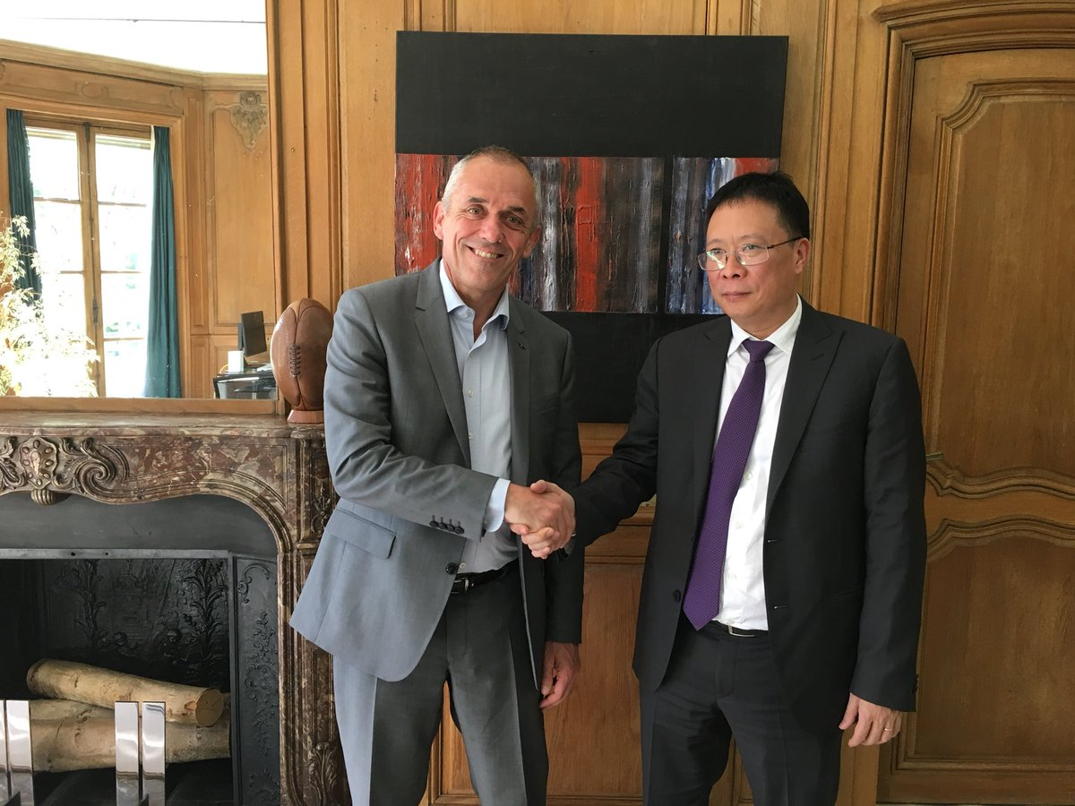 High level meeting between @CNRS and VAST : Antoine Petit receives Chau Van Minh, President of the Academy of Science, Vietnam. Reinforcing partnerships in Functional Composite Materials with @INC_CNRS @CNRSinASEAN  #Happening Now #Highereducation #research #vietnam #universities <br>http://pic.twitter.com/ykl9d3Ohqi