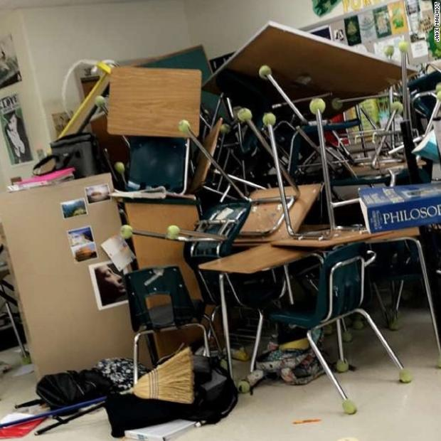 A student at Forest High School in Ocala, Florida, took this photo after other students and a teacher barricaded themselves in their psychology class during today's school shooting https://t.co/uFkdq5LLlx