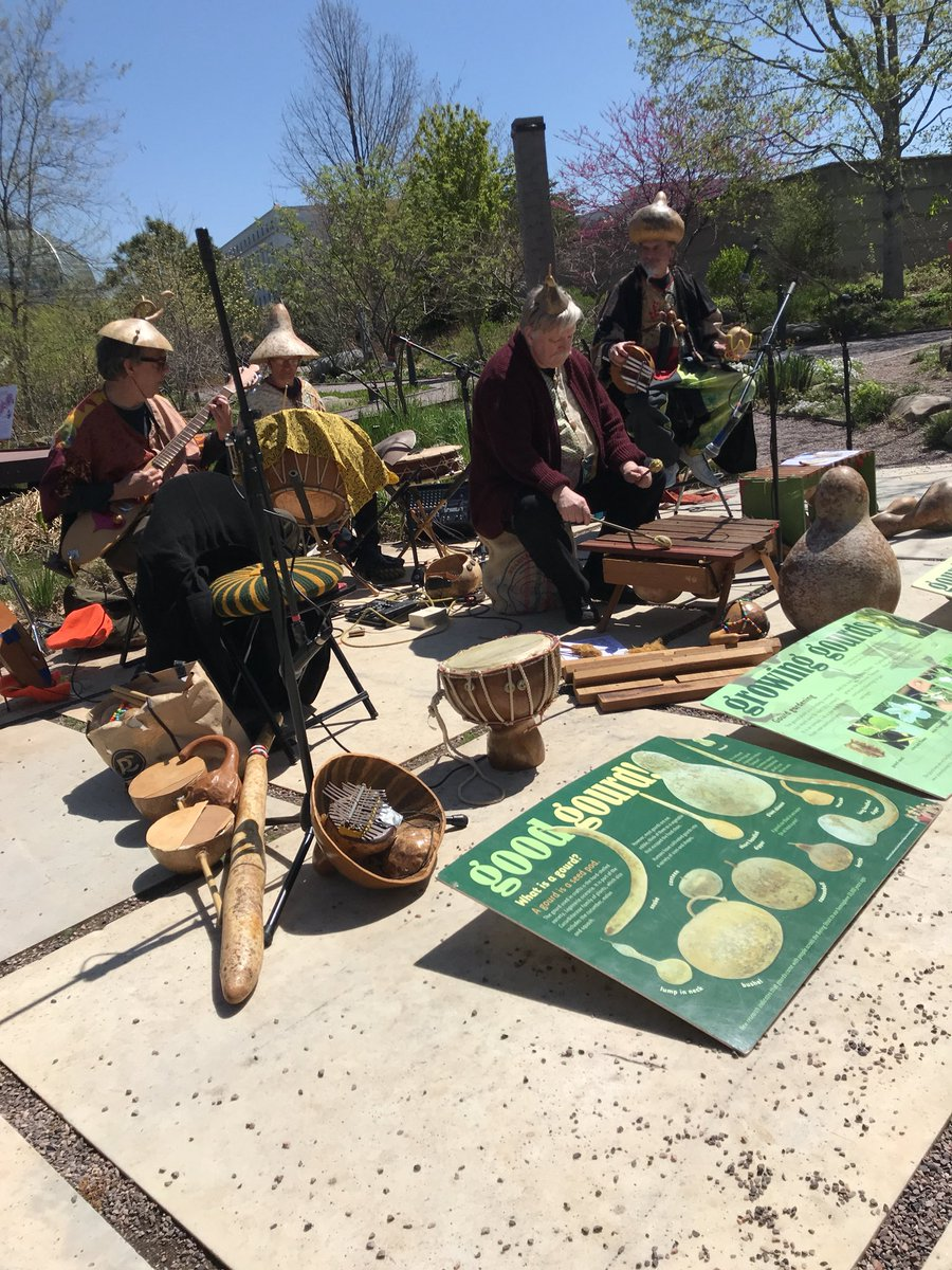 Some lovely lunchtime entertainment at the <a target='_blank' href='http://twitter.com/USBotanicGarden'>@USBotanicGarden</a> for <a target='_blank' href='http://search.twitter.com/search?q=EarthDay2018'><a target='_blank' href='https://twitter.com/hashtag/EarthDay2018?src=hash'>#EarthDay2018</a></a> <a target='_blank' href='https://t.co/c1QYD9E2cG'>https://t.co/c1QYD9E2cG</a>