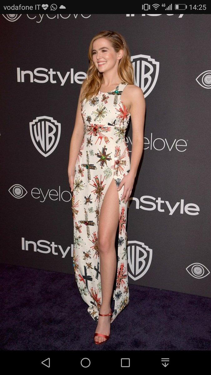 #outfitoftheday by Zoey Deutch, this is a natural look &amp; she looks so beautiful  @zoeydeutch #Look #Stylish #fashion #movies #movie #film #music <br>http://pic.twitter.com/0wHGL1vDmI