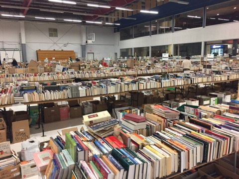 Spring is finally here, which means spring cleaning... for your bookshelves! Donate your gently used books to the CBC @CalgaryReads Big Book Sale until May 6. https://t.co/tPTtI1Hki0