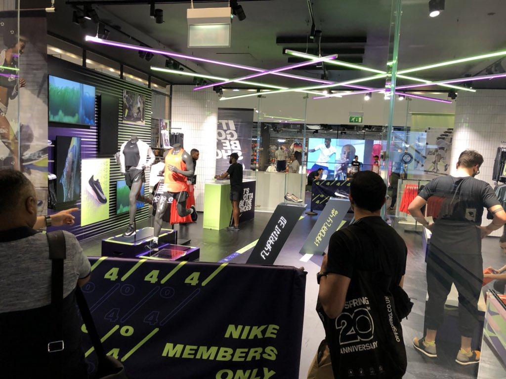 まもなく Nike Zoom VaporFly Elite Flyprint が...