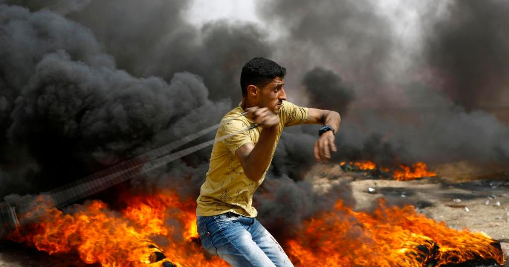 Israel's Defense Minister shrugs off threats by Gaza militants; Israeli fire in new Gaza border protest kills 2 Palestinians https://t.co/3AAlaObIW6