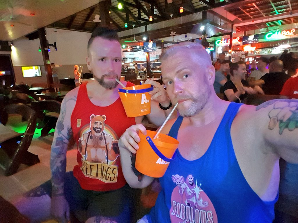 Drinking out of buckets like fucking straights 😱💪  But the shirts tell a different story 💅💃#KohSamuiBears https://t.co/iQIzatIf6B